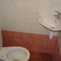 samostatni-wc-s-umyvadlem